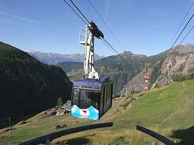 The Buisson-Chamois cableway at the arrival in Chamois